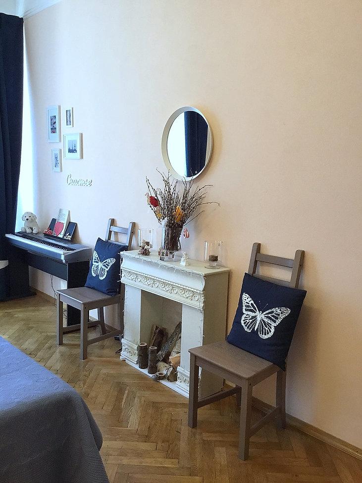 Декорирование на Петроградке от In Interior Studio, каминная зона напротив кровати