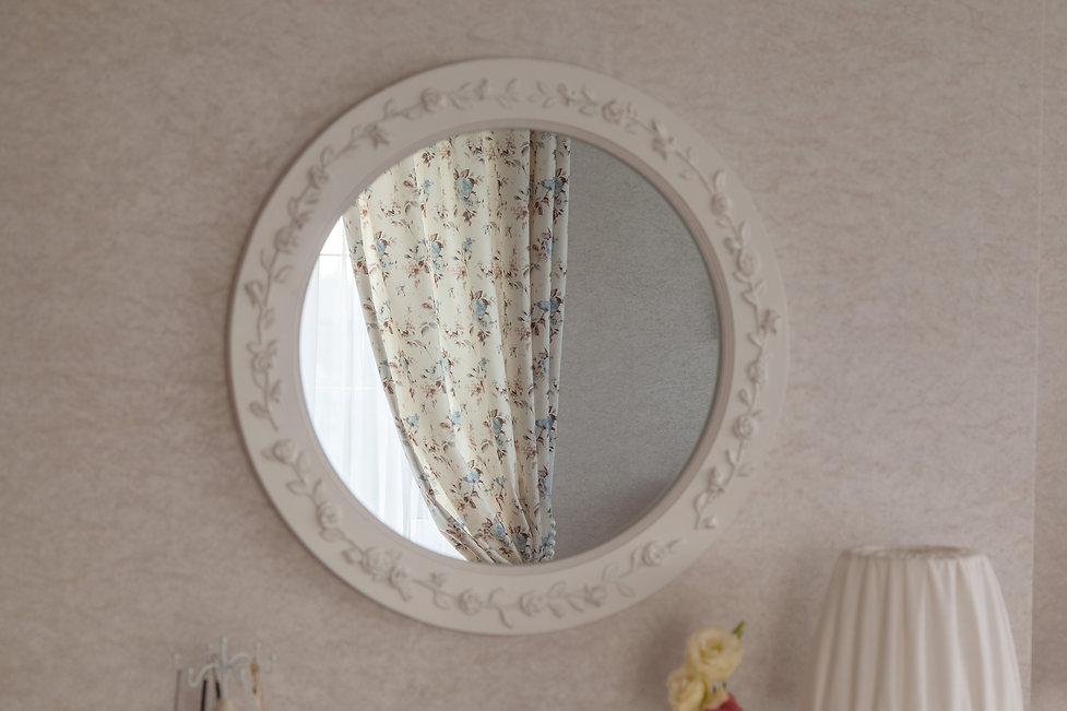 Зеркала, световые окна в интерьере