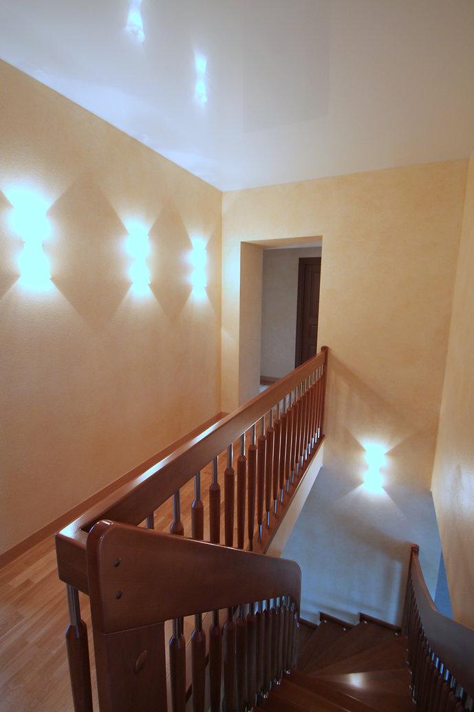 дизайн холла второго этажа дома