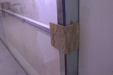 Наклейка гибкого камня на стекло