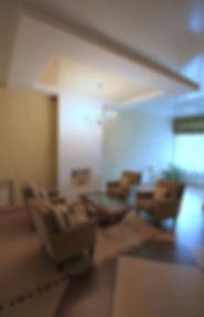 интерьер гостиной в коттедже