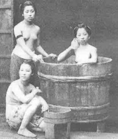 Купание в японской ванной фуро