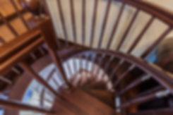 Винтовая лестница в кабинет. Неоклассика. Реализованный проект.