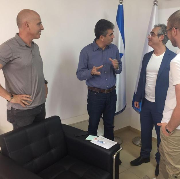 בניית תוכנית פעולה ביחד עם שר הכלכלה אלי כהן
