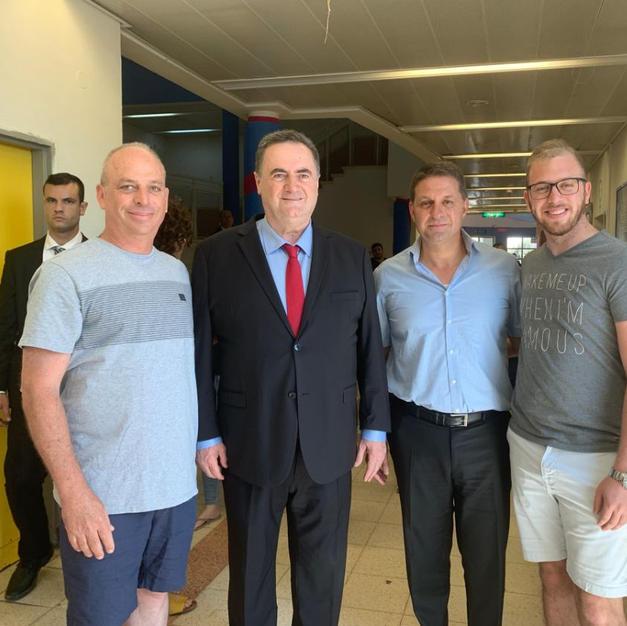 שר החוץ ישראל כץ ויו״ר השלטון המקומי חיים ביבס
