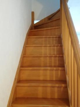 Escalier menant aux coins nuit