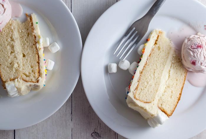 Moist White Cake w/Vanilla Frosting