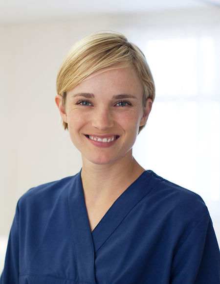 Enfermera de sexo femenino