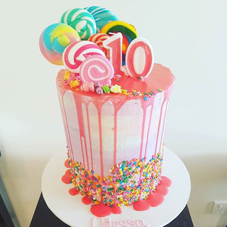 #dripcake #rainbowdripcake #drip #rainbow #lollypopcake #lollipop