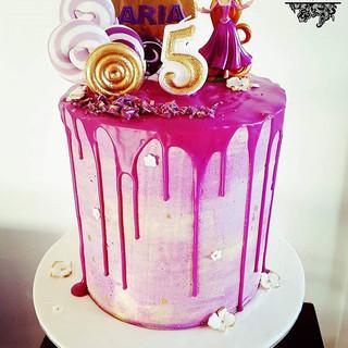 #Dripcake #rapunzelcake #purpledripcake #lollypopcake #sydneycakes #customcakes #cupcake #chocolate #instagood #instacake #instakids