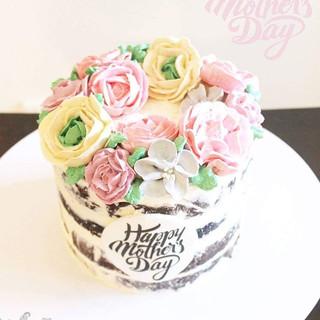 #dessertporn #buttercreamflowers #mothersday #happymothersday #nutella #chocolate #seminakedcake #sydneycakes #customcakes