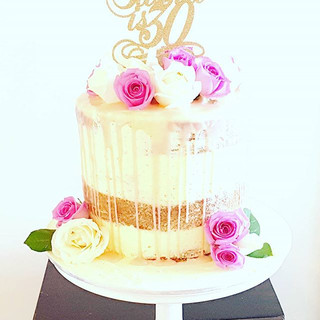 Dripcake 30th birthday roses #sydneycakes #customcakes #cupcake #30thbirthdaycake #prettycake #dripcake #nakedcake #seminakedcake #birthdayc