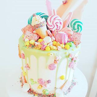 #unicorn coloured #magical #candy #dripcake #sydneycakes #customcakes #cake #chocolate #chocolatelover #yum #foodporn #cakeporn #