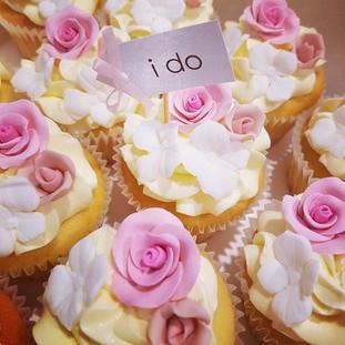 I do Rose  Cupcakes