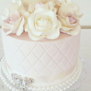 Flower and Pearls Cake