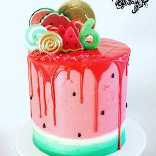 #watermeloncake #watermelon #customcakes #cupcake #cupcakes #chocolate #kidsparties ##dripcake #lollypopcake #sydneycakes #cake #summer #sum