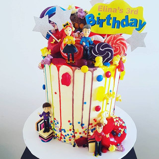 #Wiggles #Donut #dripcake with chocolate and candy lollypops