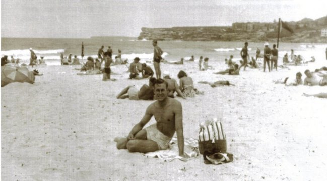 Oil silk bathers NG Bondi Beach 1947