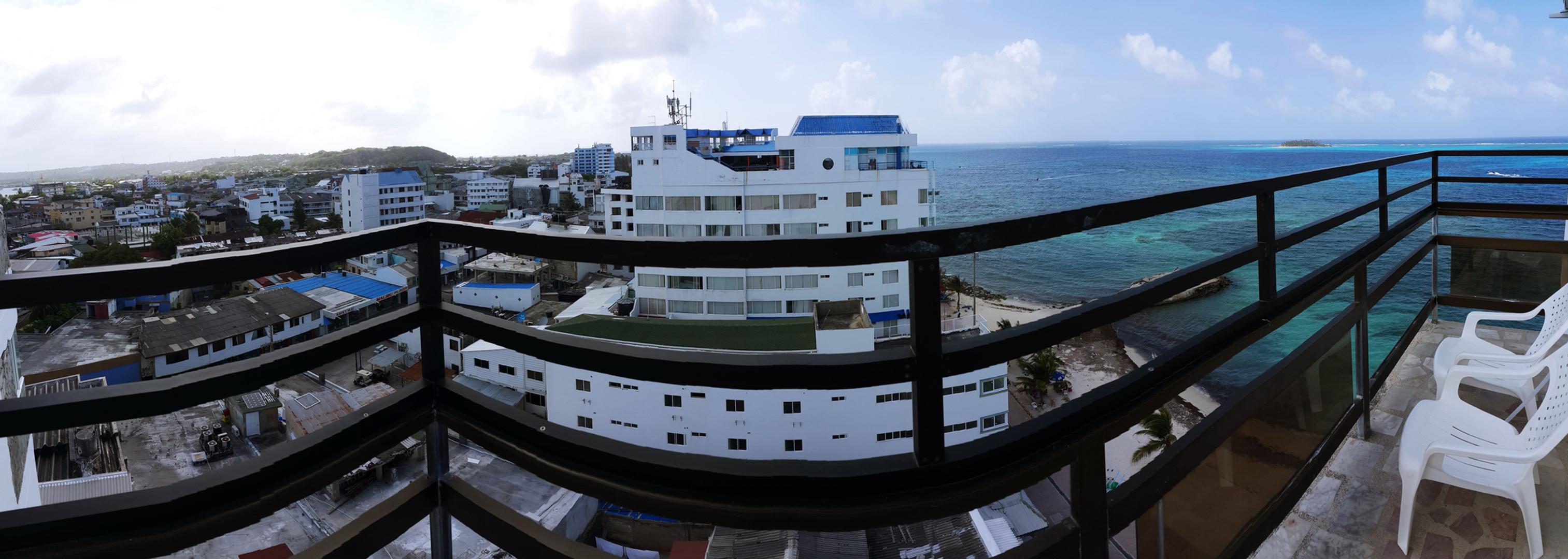 Habitacion Balcon y Vista al Mar (1).jpg