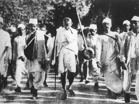 Tras la huella de Gandhi