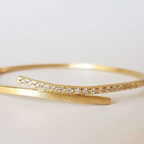Embrace  צמיד זהב ויהלומים