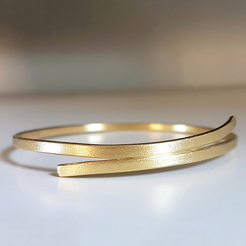Gold Ribbon Bangle Bracelet