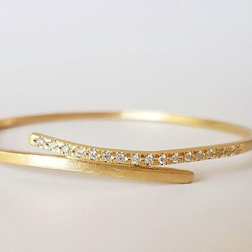 Embrace Bracelet in 18k Gold and Diamonds