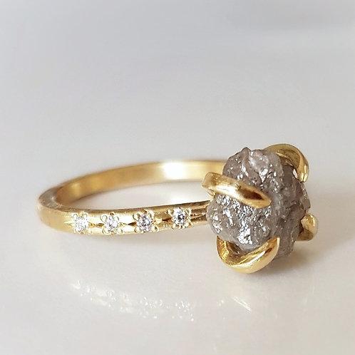 טבעת יהלום גולמי אפור