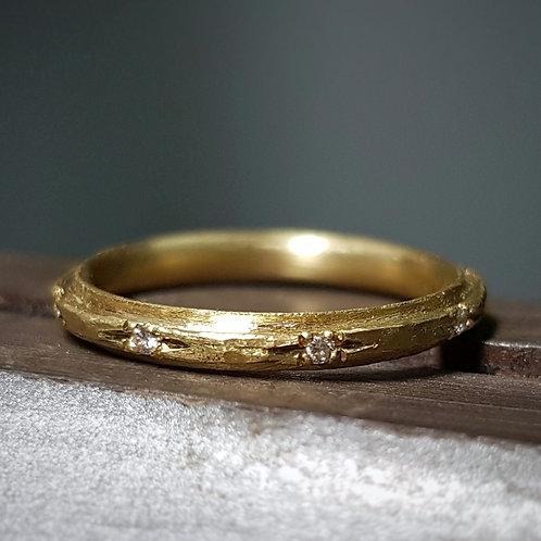 טבעת מדורגת בזהב ויהלומים