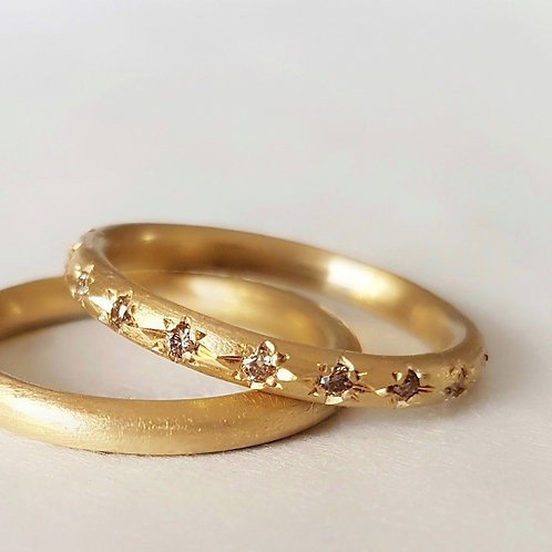 Wedding Band in 18k Gold / Simple Round Gold Ring