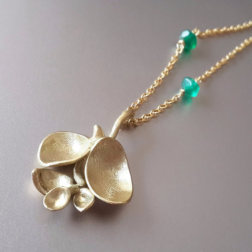 Buds Pendant Necklace in 18k Gold with Green Agate
