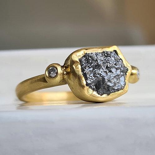 טבעת יהלום גולמי כהה