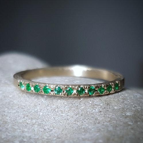 טבעת אמרלד בזהב לבן