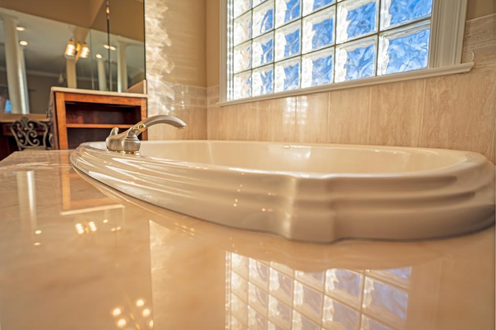 master bath tub-HDR.jpg