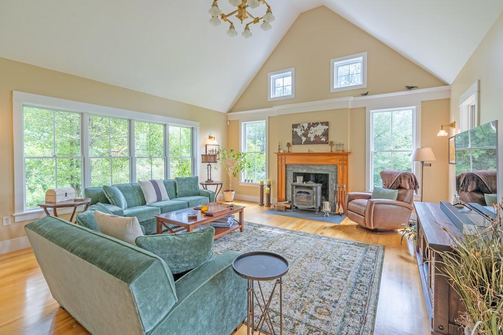 Living room 4-HDR.jpg