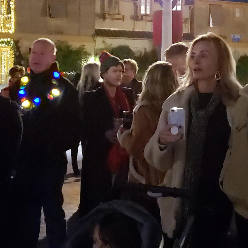 residents singing3
