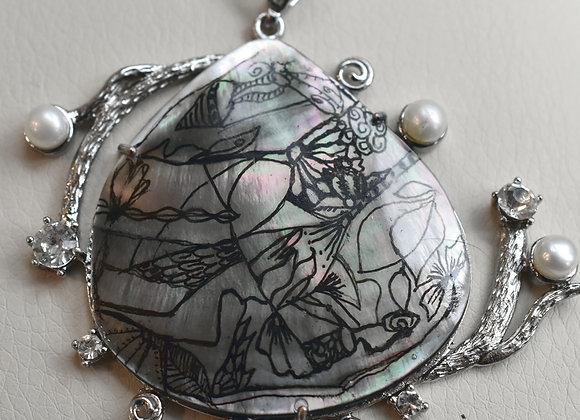 Black Lip Oyster with Artwork Pendant & Silver Pearl/Rhinestone Swirl