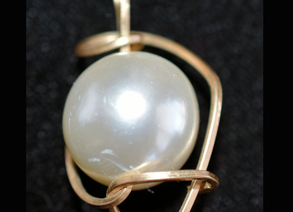 WireSculpted Faux Tahitian Pearl