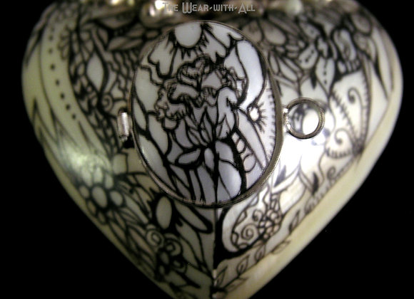 "Mother-of-Pearl Heart-Shaped Shell ""Bottle"""