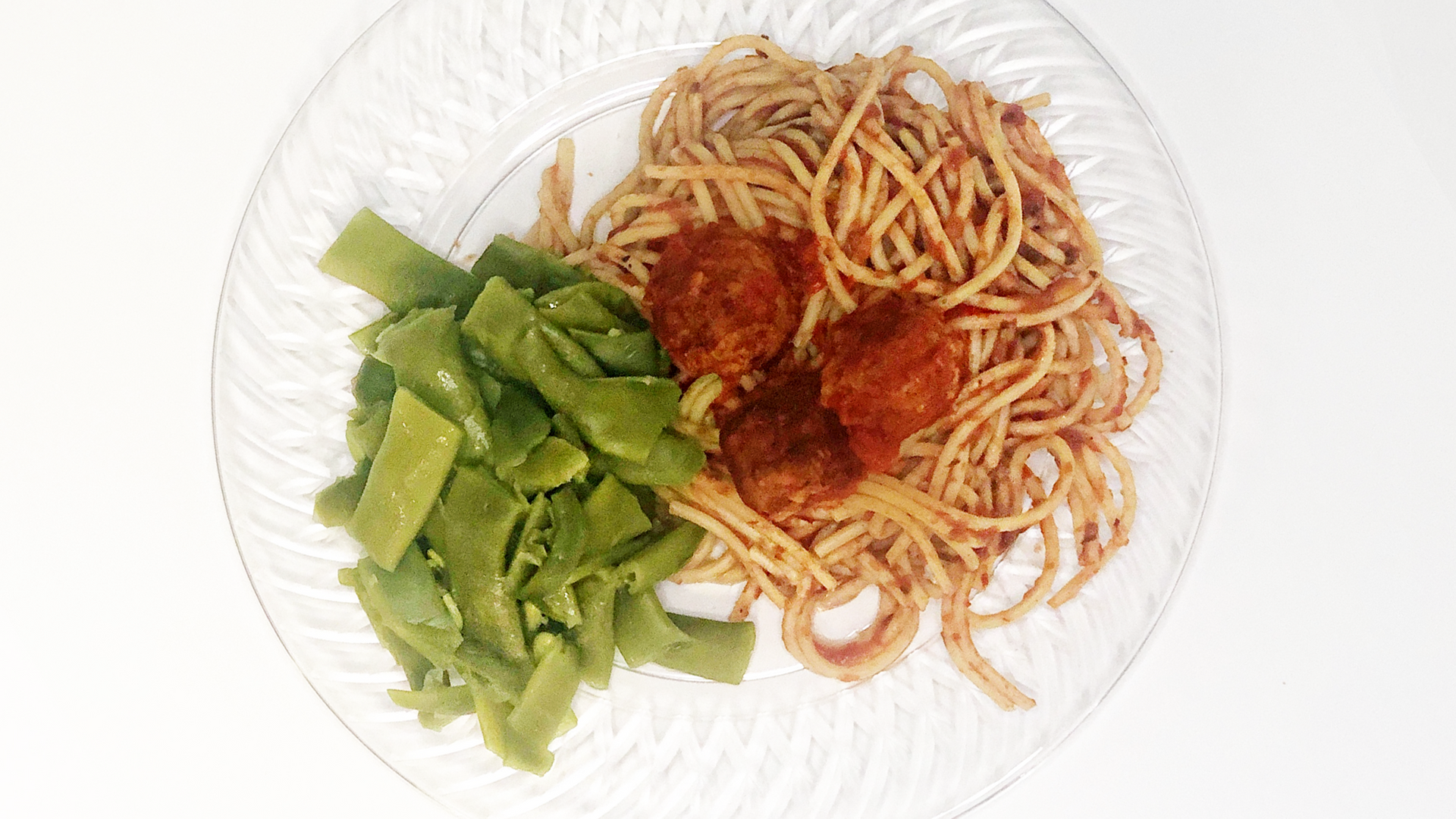 spaghetti with meat balls with a side of green beans