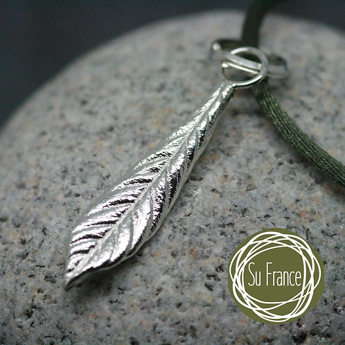 Cotoneaster Single Leaf Pendant