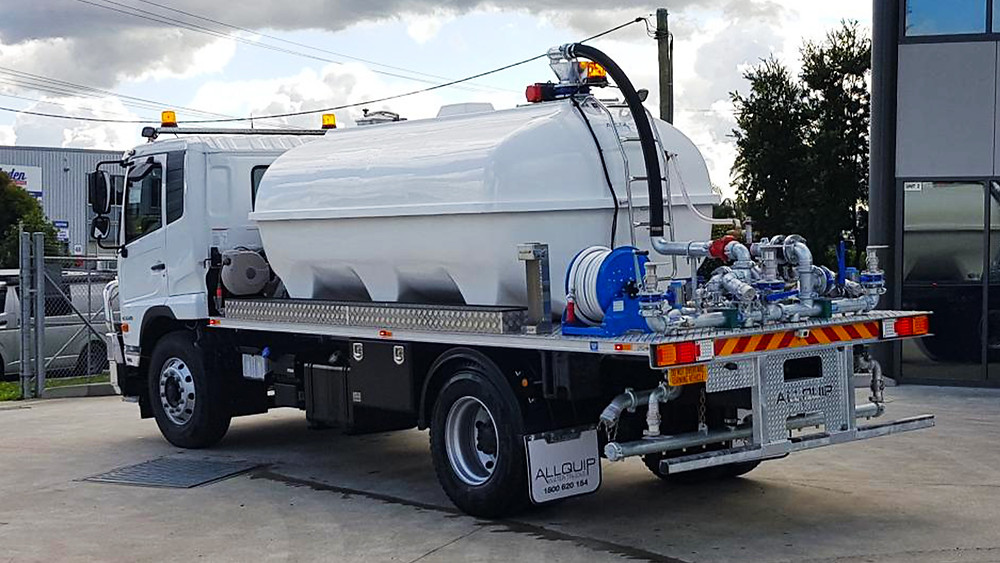 Heavy-duty white fibreglass tank water cart