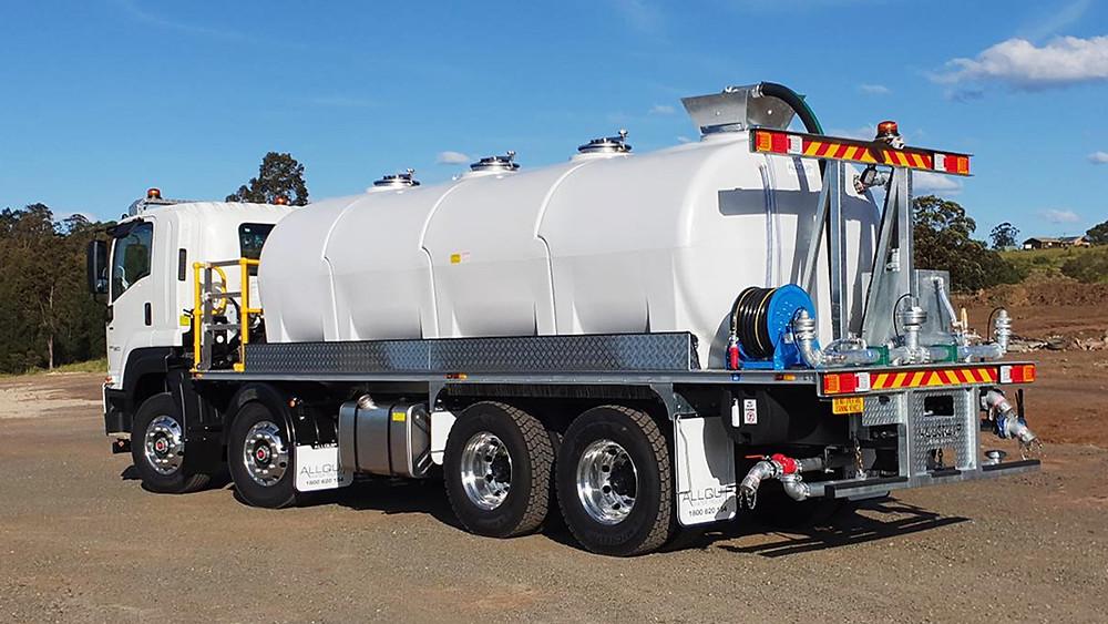 18,000 litre modular poly tank water truck