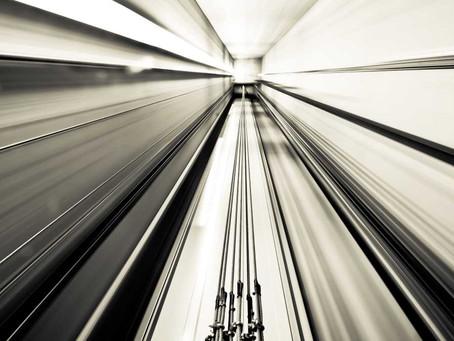 VIDEO : Αναρρίχηση σε φρεάτιο ανελκυστήρα από τον διάσημο φαρσέρ Rémi Gaillard