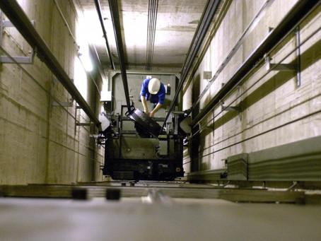 Κυρώσεις σε παγκόσμια εταιρεία ανελκυστήρων για εργατικό ατύχημα - μη πιστοποίηση και διάθεση ανελκυ