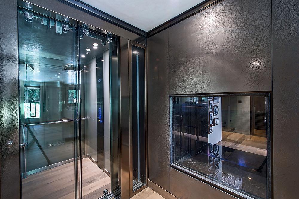 elevator asanser toilet water japan.jpg