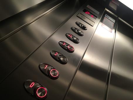 Ηλικιωμένος βρέθηκε νεκρός σε ασανσέρ - πάτησε το κουμπί κινδύνου αλλά κανείς δεν ανταποκρίθηκε