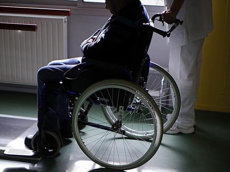 Video: Σε απόγνωση 86χρονη ανάπηρη: Το μόνο που ζητά, ένας ανελκυστήρας!