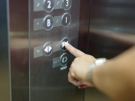 Τεχνικός ανελκυστήρων μιλάει για το κλείδωμα του ασανσέρ σε αυτούς που δεν πλήρωσαν κοινόχρηστα