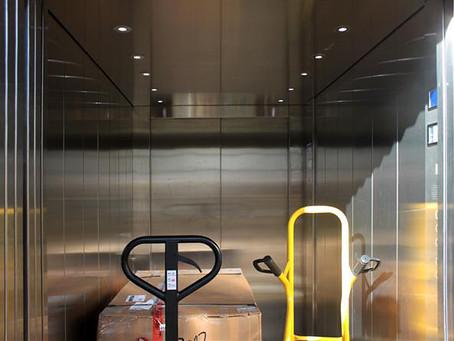 Πτώση ανελκυστήρα στη Βαρβάκειο – Τραυματισμένη γυναίκα